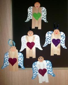 angel de navidad con palos de madera