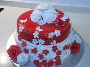 tarta de fondant con rosas y mariposas