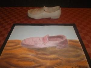 Dibujo de un zapato copiando de un modelo al natural