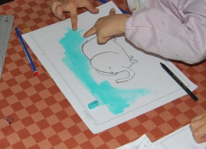 Dibujo de elefante al pastel pintado por niños 6