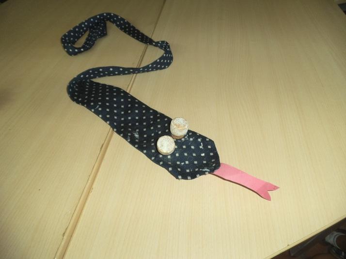 Manualidad serpiente con corbata