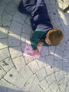 dibujo al aire libre con pasteles por niños10