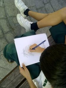 dibujo al aire libre con pasteles por niños13
