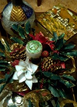 Centro de navidad con goma eva y piñas