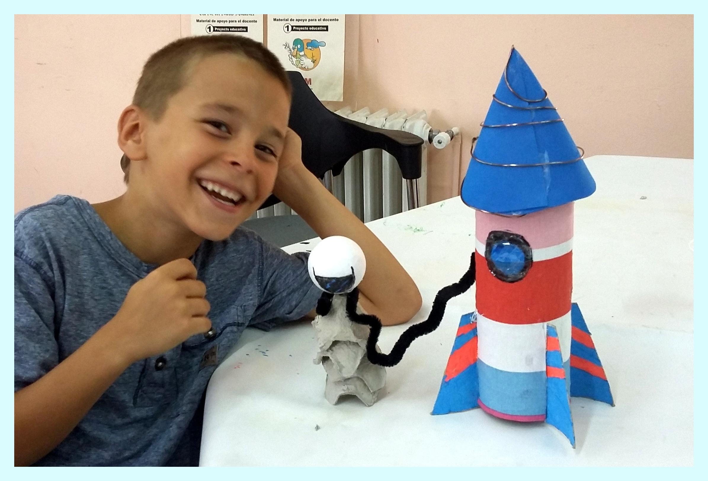 Como Hacer Un Cohete Espacial Reciclando Tubos Y Hueveras
