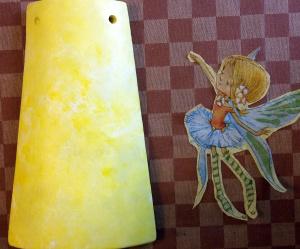 Teja decorada con servilleta de papel dibujo hadas