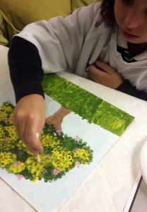 arbol pintado con bastoncillos de oidos por niña de 6 años