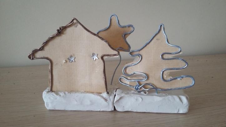 escultura pueblo navidad papel y alambre 2